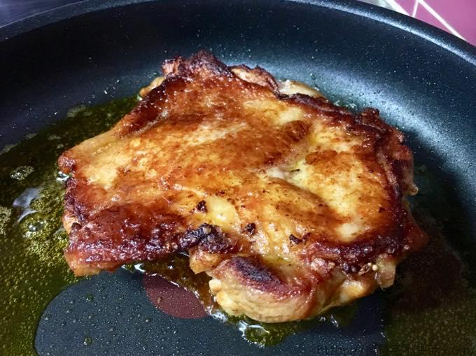 Tasty Table タンドリーチキンのシーザーサラダ仕立て 皮をパリパリに焼いたところ
